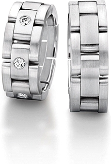 Shown here in 18k white gold with and without diamonds. Each sold separately.