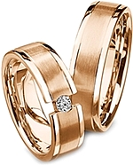 Shown here in 18k rose gold without and with a diamond. Each sold separately.