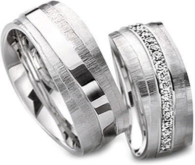 Shown here in 18k white gold with an without diamonds. Each sold separately.